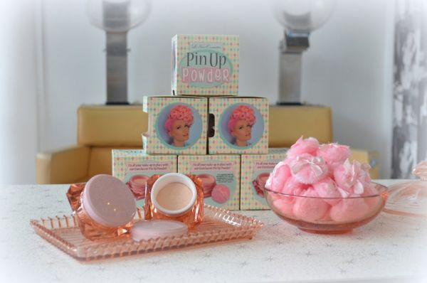LE KEUX, Pin Up Powder